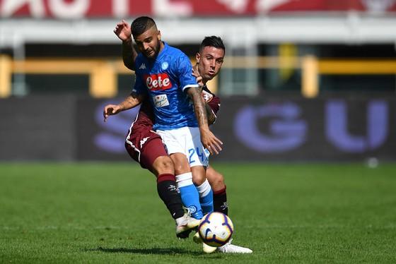 Lorenzo Insigne (trái, Napoli) chơi tốt vị trí tiền đạo