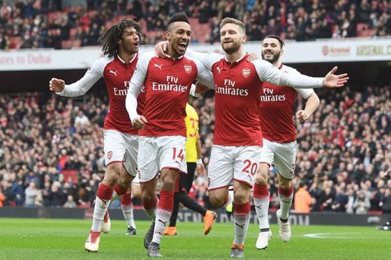 Mustafi, Aubameyang ăn mừng bàn thắng