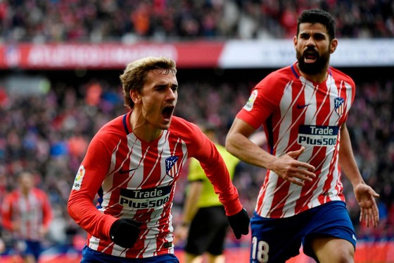 Antoiner Griezmann và Diego Costa (phải, Atletico Madrid)