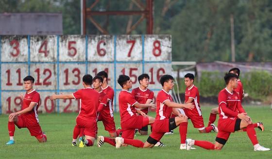 Đội tuyển Việt Nam suýt hủy buổi tập quan trọng ở Myanmar vì mưa to ảnh 1