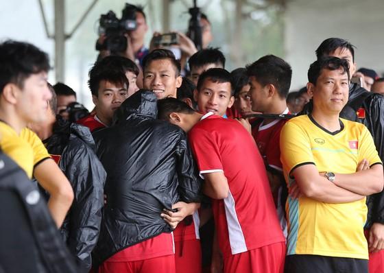 Đội tuyển Việt Nam suýt hủy buổi tập quan trọng ở Myanmar vì mưa to ảnh 2