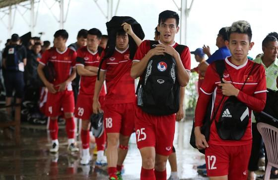 Đội tuyển Việt Nam suýt hủy buổi tập quan trọng ở Myanmar vì mưa to ảnh 3