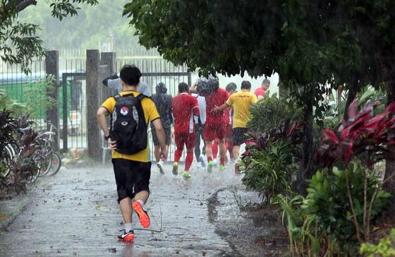 Đội tuyển Việt Nam suýt hủy buổi tập quan trọng ở Myanmar vì mưa to ảnh 5