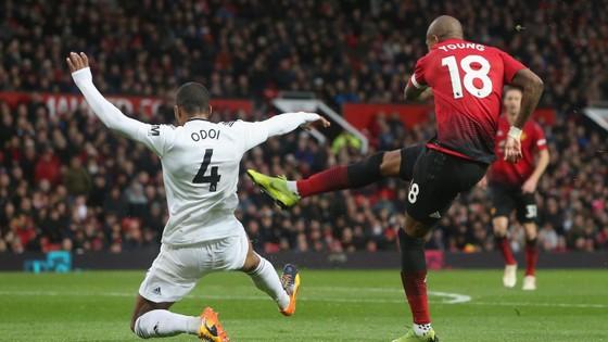 Man United - Fulham 4-1: Ashley Young và Juan Mata tỏa sáng ảnh 2