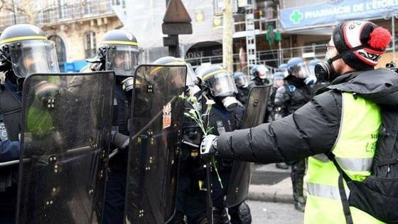 Các trận đấu Ligue 1 lại bị hoãn