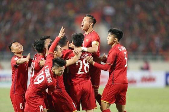 Tuyển Việt Nam đã nhích thêm 5 điểm nhưng vẫn đừng hạng 100 thế giời. Ảnh: MINH HOÀNG