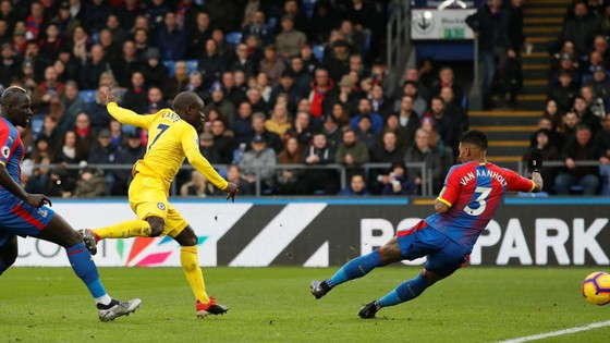 Chelsea thắng nhọc, HLV Sarri ca ngợi chiến công N'Golo Kante ảnh 1