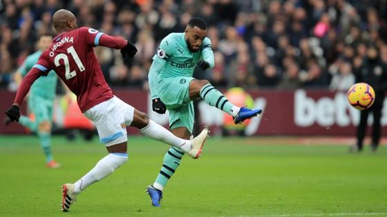 Samir Nasri tỏa sáng khi West Ham nhấn chìm Arsenal ảnh 3