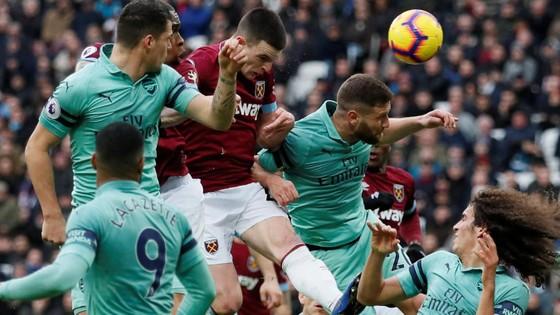 Samir Nasri tỏa sáng khi West Ham nhấn chìm Arsenal ảnh 4