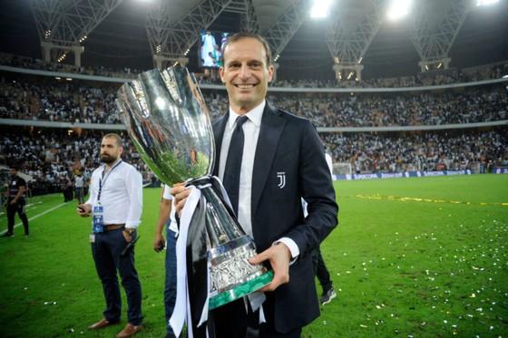 Ronaldo quyết thắng mọi giải cùng Juventus ảnh 1