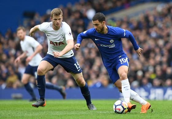 Eden Hazard sẽ phá tung mành lưới Sheffield Wednesday.