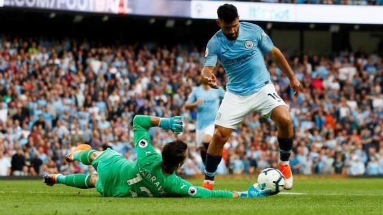 """Sergio Aguero sẽ tiếp tục """"hành hạ"""" thủ thành Newcastle."""