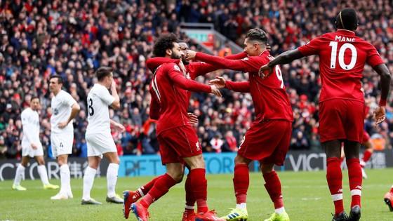 Liverpool - Burnley 4-2: Firmino và Sadio Mane ghi cú đúp, The Kop thắng ngược