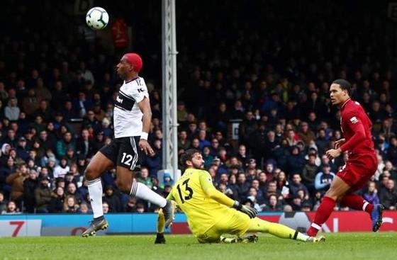Fulham - Liverpool 1-2. Sadio Mane tỏa sáng, Liverpool chiếm ngôi đầu bảng ảnh 8