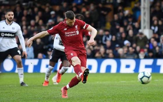 Fulham - Liverpool 1-2. Sadio Mane tỏa sáng, Liverpool chiếm ngôi đầu bảng ảnh 10