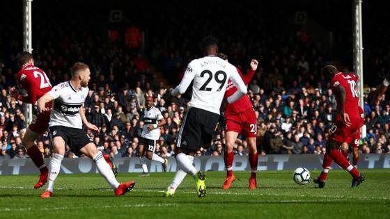 Fulham - Liverpool 1-2. Sadio Mane tỏa sáng, Liverpool chiếm ngôi đầu bảng ảnh 5