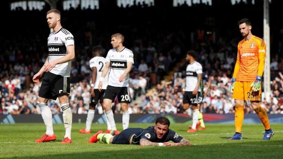 Fulham - Man City 0-2: Silva và Aguero tỏa sáng, Man Xanh chiếm lại ngôi đầu ảnh 9