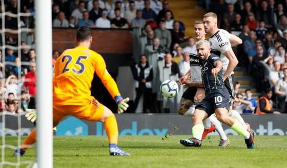 Fulham - Man City 0-2: Silva và Aguero tỏa sáng, Man Xanh chiếm lại ngôi đầu ảnh 5