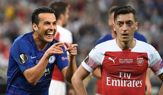 Arsenal sẽ thay máu sau thất bại: Chia tay Oezil, Mkhitaryan ảnh 1