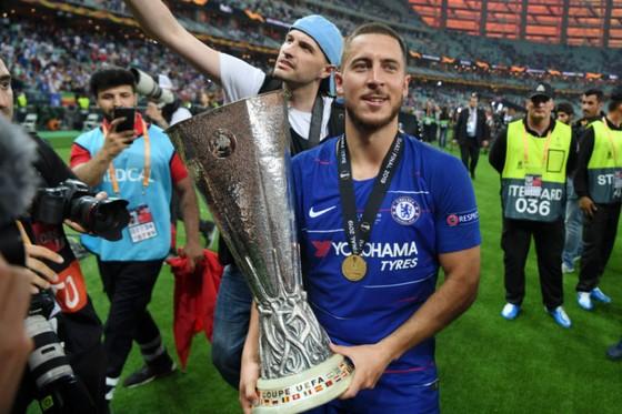 Hazard mang lạoi Europa League như món quà tạm biệt cho Chelsea