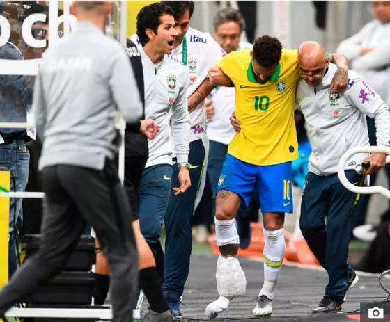 Dính chấn thương nặng, Neymar chia tay Copa America trong nước mắt ảnh 2