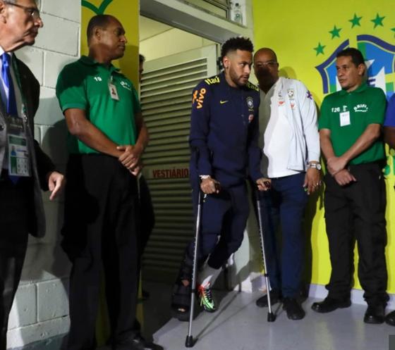 Dính chấn thương nặng, Neymar chia tay Copa America trong nước mắt ảnh 4