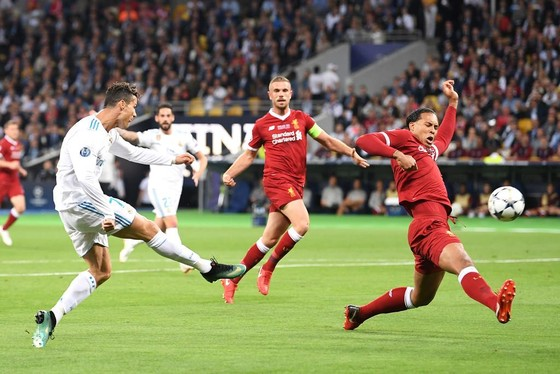 Frenkie de Jong quyết bắt chết Ronaldo ảnh 1