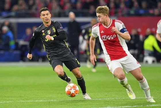 Ronaldo rủ rê De Ligt gia nhập Juventus ảnh 1