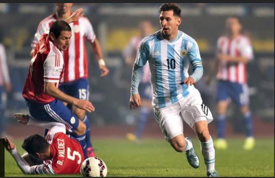 Leo Messi phá nát phòng tuyến Paraguay ở Copa 2015
