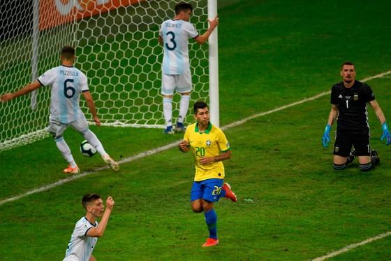 TRỰC TIẾP BÁN KẾT COPA: Brazil - Argentina: cuộc chiến sống còn ảnh 8