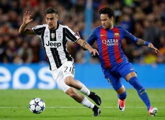 Paolo Dybala (trái, Juve) và Neymar (trong màu áo Barca)
