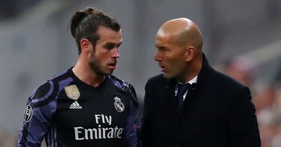 """Vì dìm hàng Gareth Bale, Zidane bị mắng là """"nỗi ô nhục"""" ảnh 1"""