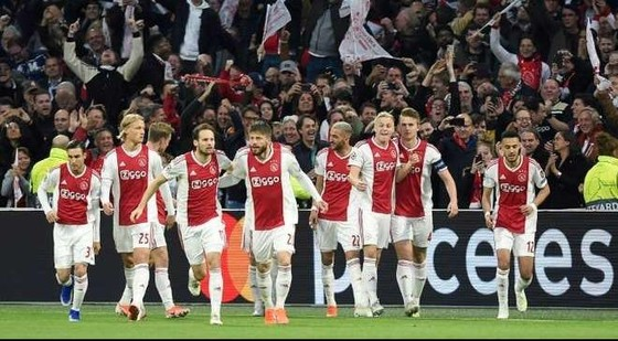 Ajax Amsterdam sẽ ophải gắng sức vuop75t qua 2 vòng knock-out