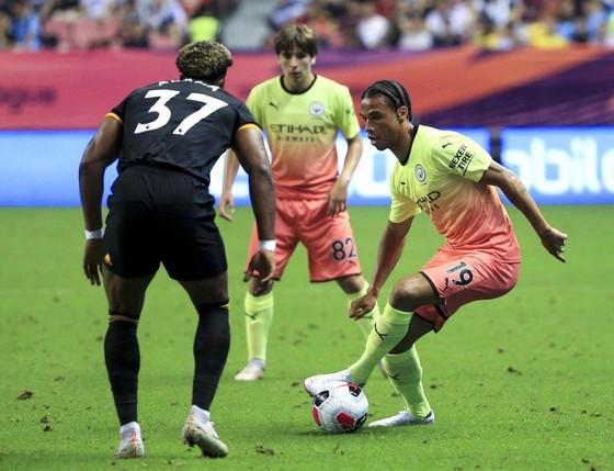 Pep Guardiola lo lắng lực lượng Man City thiếu hụt