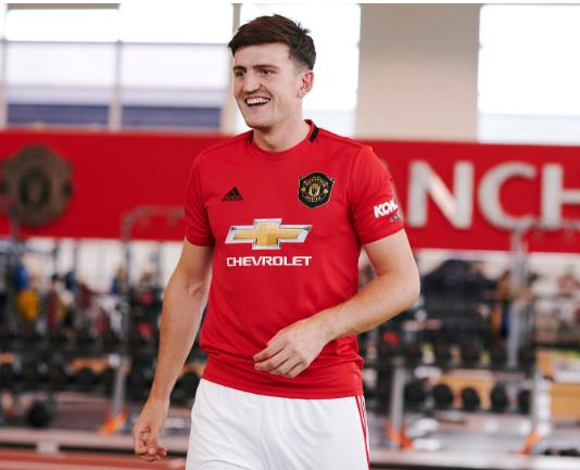 Maguire chính thức sang Man United với hợp đồng kỷ lục 80 triệu bảng ảnh 1