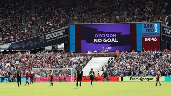 West Ham - Man City 0-5: Sterling ghi hattrick giúp City lên đầu bảng ảnh 6