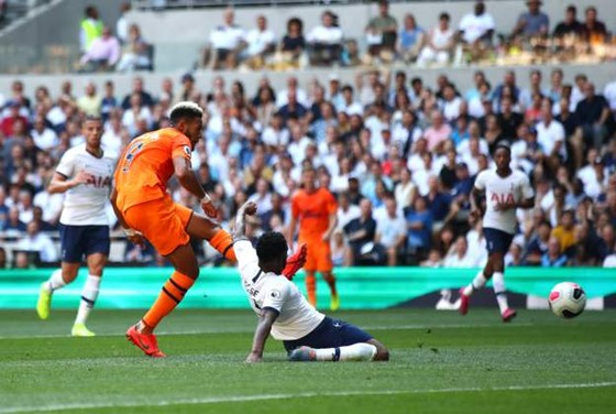 Tottenham - Newcastle 0-1, Gà trống mờ nhạt, Joelinton ghi chiến thắng cho Chích chòe ảnh 4