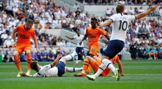 Tottenham - Newcastle 0-1, Gà trống mờ nhạt, Joelinton ghi chiến thắng cho Chích chòe ảnh 6