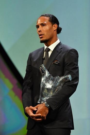 Barca, Dortmund, Inter vào bảng tử thần, Van Dijk giành 2 giải thưởng ảnh 6