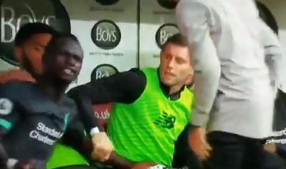 Sadio Mane gây sốc khi chỉ trích Mo Salah quá ích kỷ