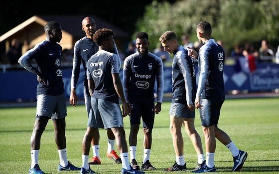 Didier Deschamps và thói quen đóng sâp cánh cửa đội tuyển Pháp