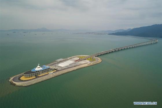 Trung Quốc khánh thành cây cầu vượt biển dài nhất thế giới nối Hong Kong với đại lục ảnh 10