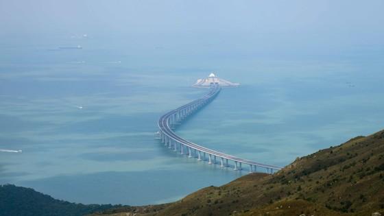 Trung Quốc khánh thành cây cầu vượt biển dài nhất thế giới nối Hong Kong với đại lục ảnh 12