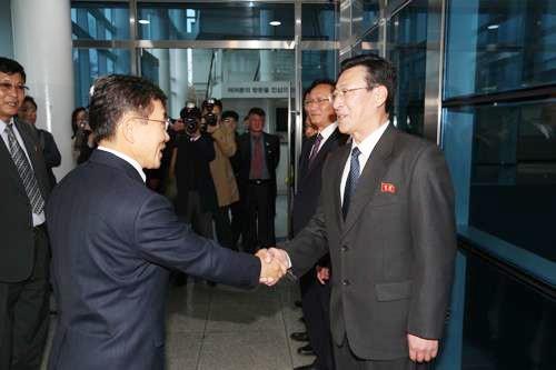 Hai miền Triều Tiên nối lại hợp tác y tế sau 11 năm ảnh 1