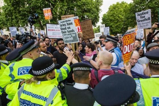 Cháy chung cư tại Anh: Cảnh sát xác định không có dấu hiệu cố tình gây cháy ảnh 7