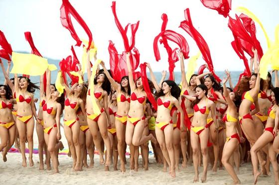 """Chào hè của """"Hãng hàng không bikini"""" ảnh 2"""
