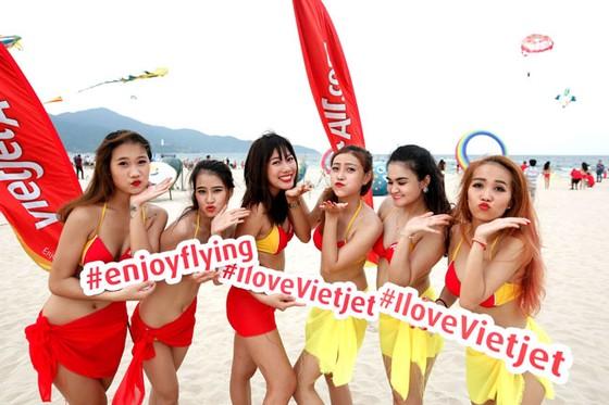 """Chào hè của """"Hãng hàng không bikini"""" ảnh 3"""