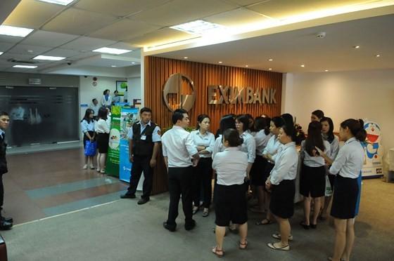 Bộ Công an khám xét Eximbank chi nhánh TPHCM, bắt giữ 2 người ảnh 1