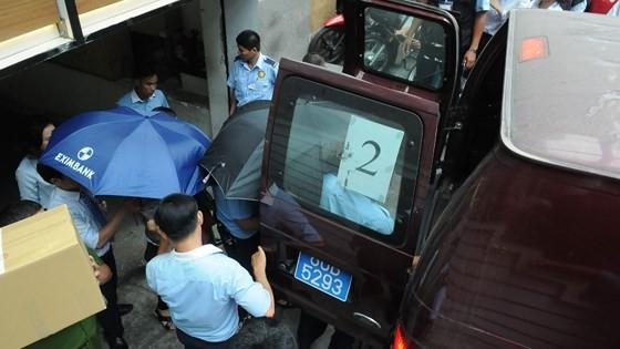 Bộ Công an khám xét Eximbank chi nhánh TPHCM, bắt giữ 2 người ảnh 2