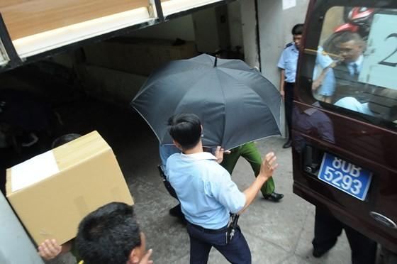 Bộ Công an khám xét Eximbank chi nhánh TPHCM, bắt giữ 2 người ảnh 3